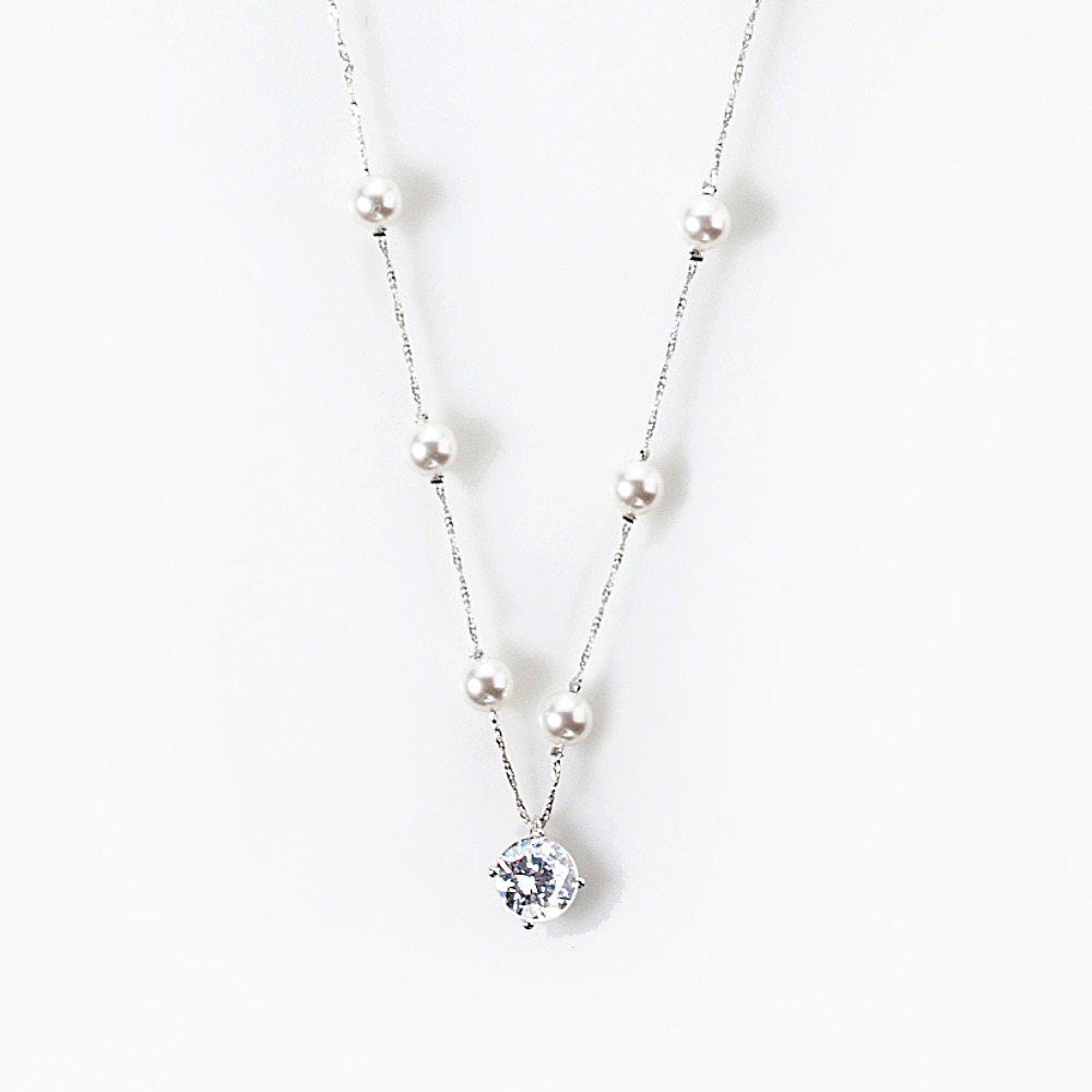 Snow pearl necklace
