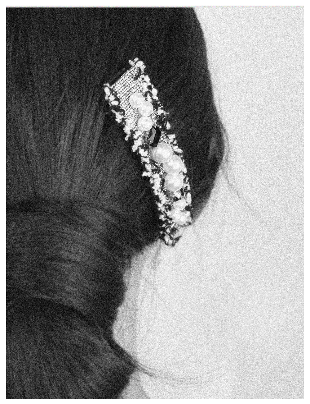 Graceful Retro Hairpin